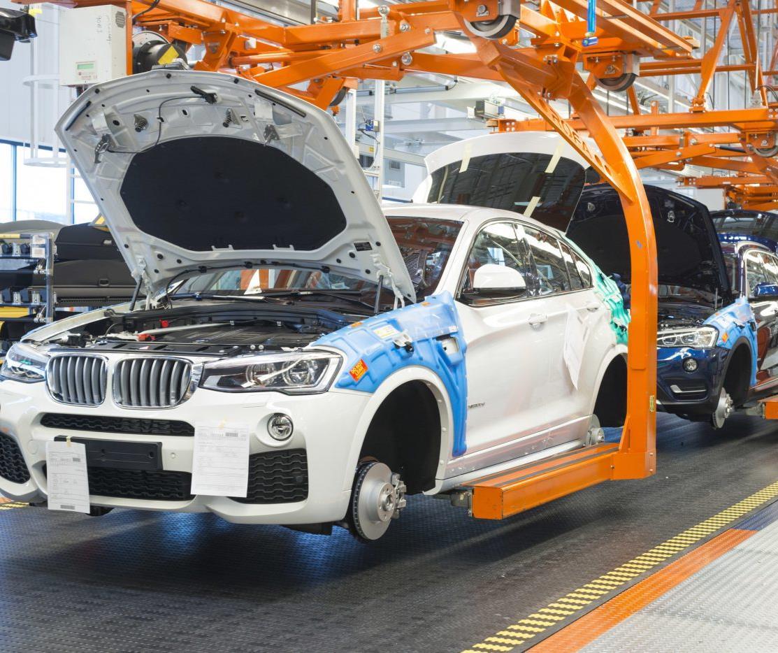Nhà máy BMW tại Đức chiêu sinh thợ cơ khí chế tạo xe, sửa chữa thân xe